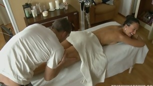 Ignorance shocked when she is fucked during a massage