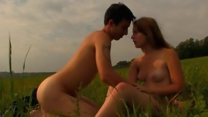 Legal Majority Teenager pair has decided to spend sunset fucking on the grass