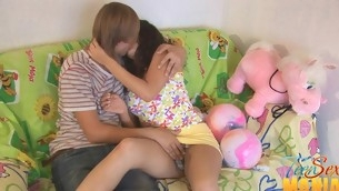 Teen uses a vib on her clitoris while pounded